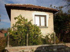 Old rural house with a plot of land situated in a village about 25 km away from the town of Vratsa