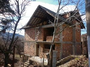 Big,yet not fully completed house situated in a mountain village about 20 km away from the town of Montana
