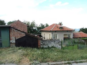 Spacious house with garage and big yard in a nice village