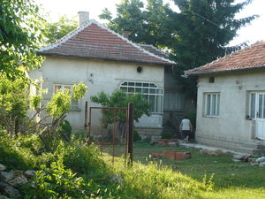 Solid country house with summer kitchen and big plot of land