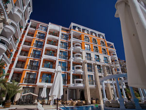 Apartments in Harmony Palace, 400 m from the beach