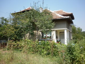 Old country house with summer kitchen and plot of land