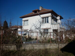Renovated house with plot of land located in lively village