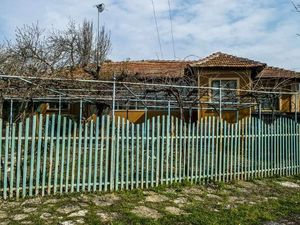 Old country house with big garden 60 km from the Black sea