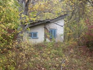 Bungalow with plot of land located near big city in Bulgaria