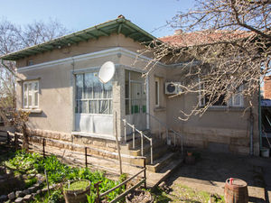 House with 3 bedrooms and a large garden near Ruse