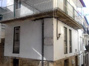 Central village house, Penamacor- €28,000 Ref:17/225