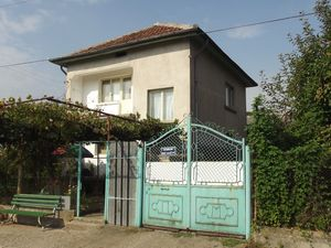 Solid house with garages & nice garden in village near river