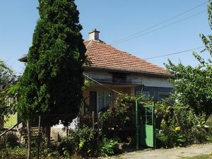 Country house with garage and land located in lively village