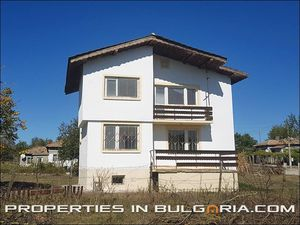 Renovated 4-bedroom house 30 km from the beach
