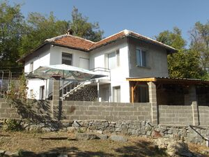 Refurbished & furnished house with land 6 km from spa resort