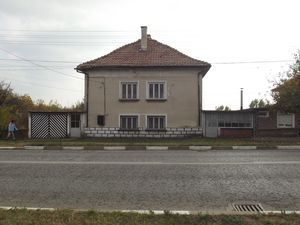 Solid house with garage,annex,barn and land in a big village