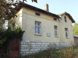 Cheap Bulgarian property with big garden just 15 km Vratsa