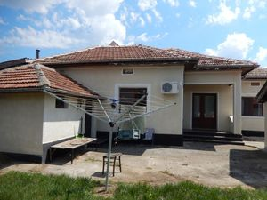 Spacious house with huge yard 12 miles to Balchik