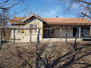 Partly renovated 2-bedroom house near Kavarna and the sea