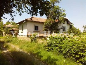 Countryside house with very large garden in Zdravkovets