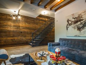 Super hot 279sm Williamsburg townhouse for year lease!
