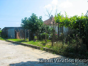 92 m2 House in Gospodinovo, 12km from Byala and the sea.
