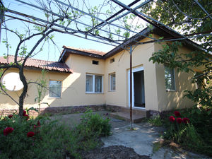 Renovated two bedroom cottage ready to move in