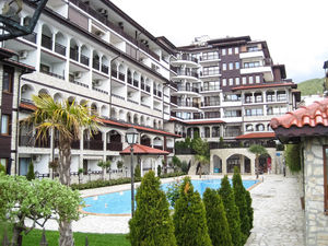 Park view 1-bedroom apartment in Amphora complex, St Vlas