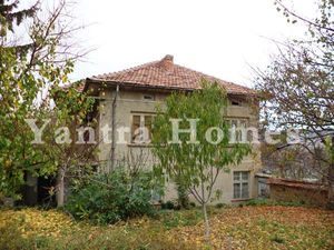 Solid village house with garden in Gorsko Kalugerovo