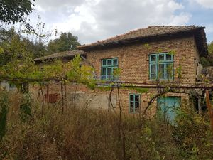 Cheap bulgarian house in a peaceful village near lake and fo
