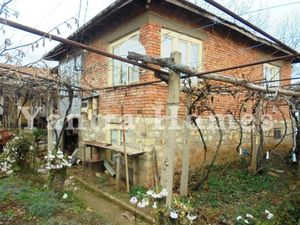 House with shop and cafe in the village of Nova Varbovka