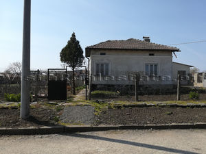 Big house in liveable condition 5 min to a town
