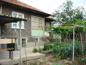 A 2 bedrooms house with 750 sq m garden.