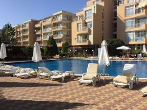 2 -BED, 1 ½-BATH apartment with POOL view, Kamelia Garden