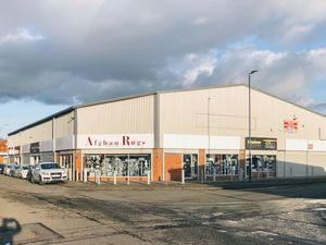 COMMERCIAL UNITS TO LET STORAGE SHOPS OFFICES MANCHESTER UK