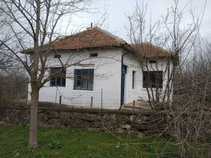 Rural house with big yard and nice views in a lively village