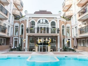 1-bedroom apartment with POOL VIEW in Dawn Park Deluxe