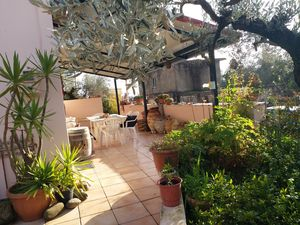 In 685m2 Yard Villa with Full Antique Furniture, appliances