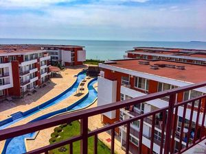 One bedroom apartment in a luxury complex,first line sea