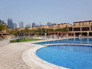 Jumeirah Islands Townhouse for Rent - 4 Bedroom + Maids Room
