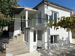 Completely renovated house with 2 bedrooms, 7 km to the sea