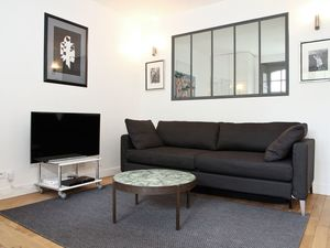 Charming 1 bedroom apartment with a sofa bed in the living r