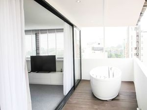 Apartment in Singapore, 1 bedroom, 1 bathroom, sleeps 3