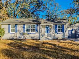 3Bedroom, 2Bath home Close to park and Five Points shopping.