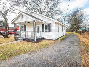 3 bedrooms, 1 bathrooms close to downtown Greenville.
