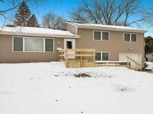 Beautiful 3bedrooms 2.5baths with lots of space and updates