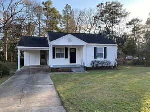 Beautiful 3 Bedroom, 2Bath home. MOVE IN READY!