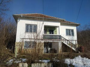 Renovated & furnished rural house with nice views for sale