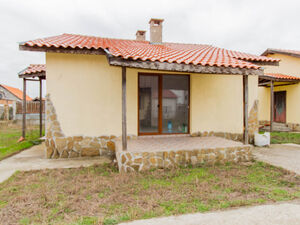 Bungalow house with 2 bedrooms near the Beach