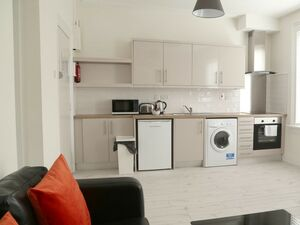 Lovely bright 1 bedroom flat available