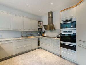 Well furnished one bedroom flat in Bristol