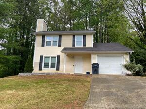 Beautifully renovated 3 bed 3 bath home for rent in Marietta