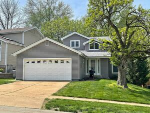 Lovely 3 bed 2 bath 2 story in Creve Coeur for rent