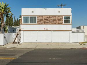 Beautiful remodeled 3 bed 2 bath home for rent in Cali